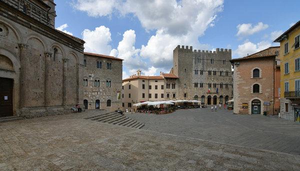 Piazza Garibaldi, Massa Maritima
