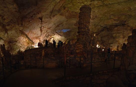 Höhle 3
