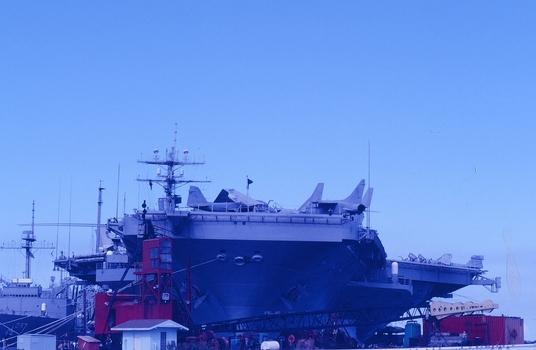 USS NIMITZ - ATOMGETRIEBENER FLUGZEUGTRÄGER - IN PERL HABOR