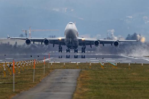 Jumbo 747 Take Off