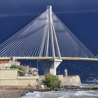 Gewitterwolken hinter der Rio-Andirrio-Brücke - Griechisches Festland