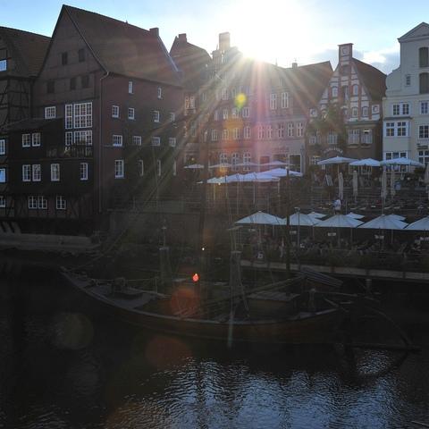 Der alte Hafen bei Sonnenuntergang