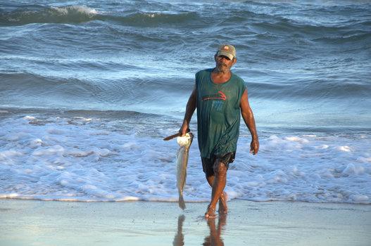ERFOLGREICHER FISCHER IN BRASILIEN