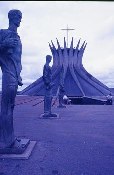 KATHEDRALE VON BRASILIA VOR CA. 50 JAHREN - BRASILIEN