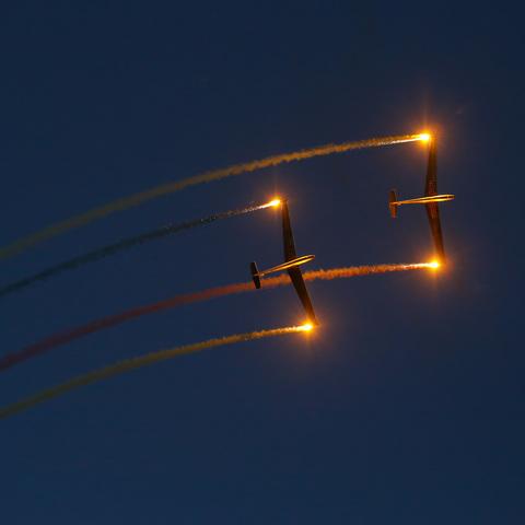 Lichtspiele bei der Flugschau am Spitzerberg (NÖ)