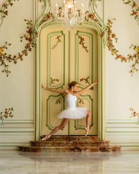 Wenn man eine Ballerina in einem Schloss alleine lässt... :)