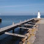 Leuchtturm auf Mole an der Hafeneinfahrt von Bogense, Insel Fünen, Dänemark  2