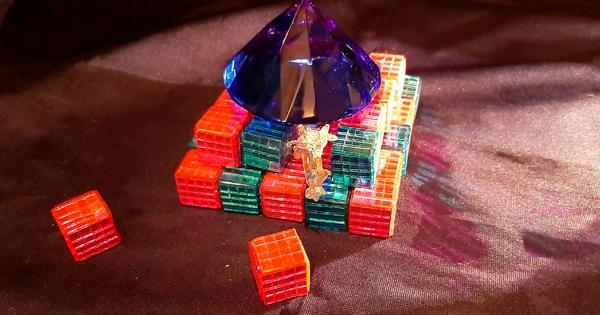 Colour me pyramid