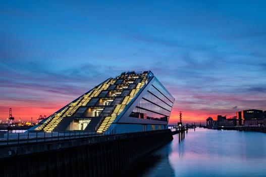 Docklands bei Sonnenuntergang