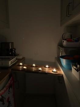 Leuchtende Brücke über den tiefen Kochboden