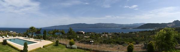 Kalamaki-Beach mit Blick auf Loutra Elenis und Katakali