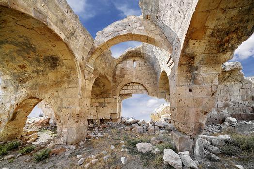 Ruine einer Karawanserei am Weg nach Täbris