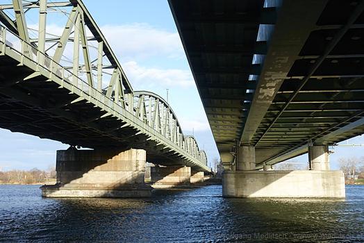 Unter der Nord- und U-6-Brücke
