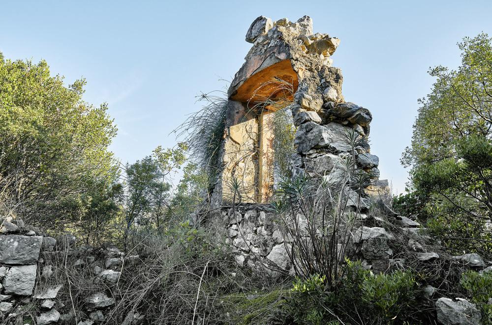 Der Mensch hat Spuren hinterlassen , die Natur hat Besitz ergriffen .  #2