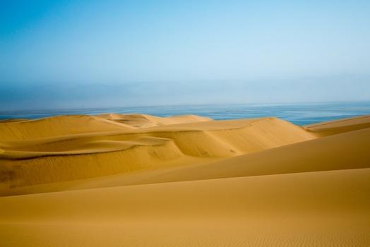Namib mit Aussicht auf das Meer