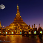 Shwedagon mit Mond
