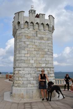 Piombino, kleiner Leuchtturm am Ende der Piazza Giovanni Bovio