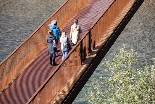 3 + 1e oder über diese Brücke ....
