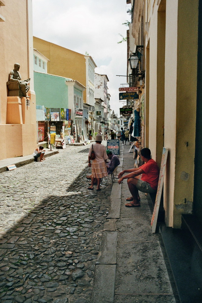 STRASSENSZENE IN SALVADOR DE BAHIA - BRASILIEN