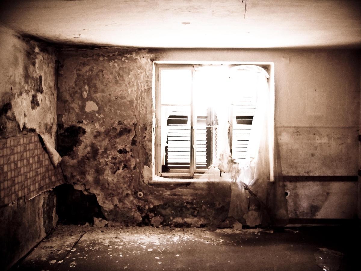Ein Raum vergeht zu Staub^^