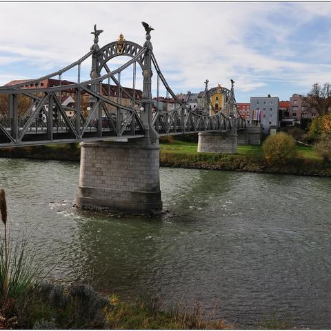 Länderbrücke über die Salzach zwischen Oberndorf (A) und Laufen (D)