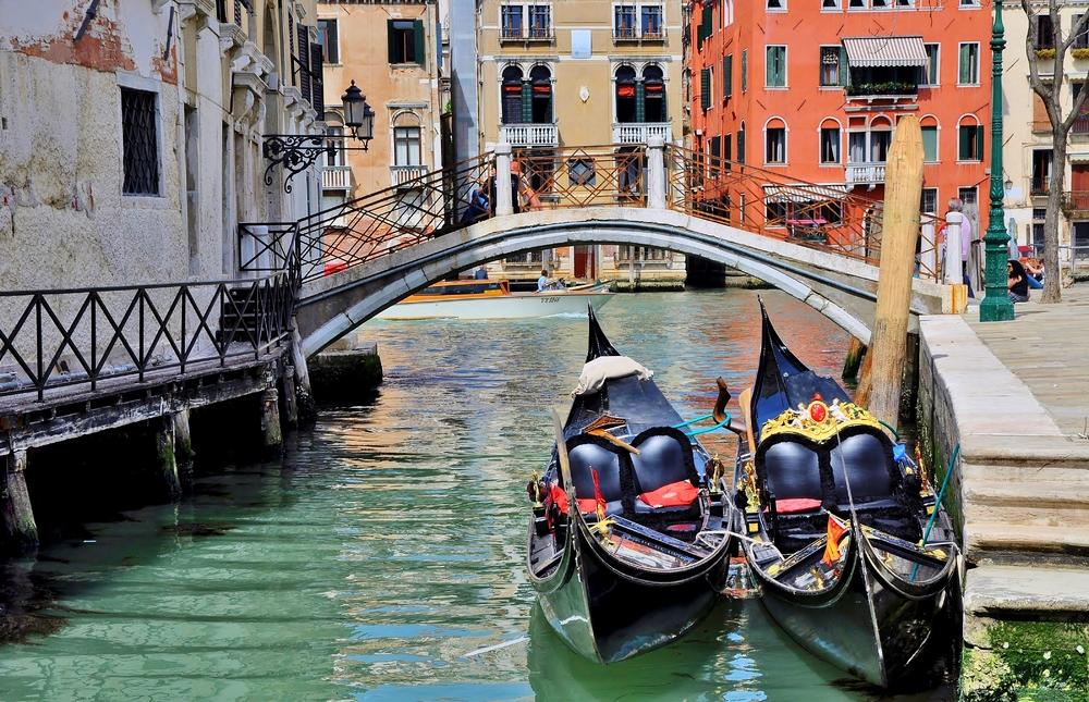 Gondola...  ( Rio di San Vio / Canal Grande )