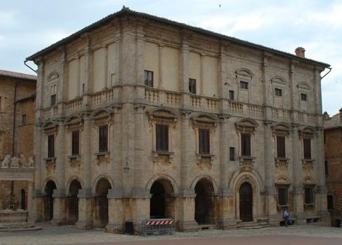 Montepuciano, Patrizierhaus
