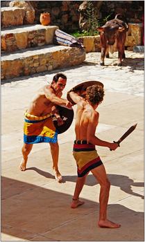 minoisches Tanztheater in Karteros, Kreta, Schwertkämpfer