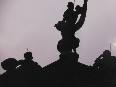 Drei Statuen