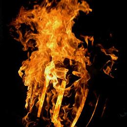Holzfaß in Flammen