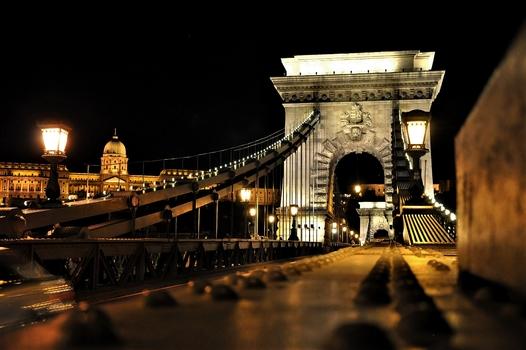 Kettenbrücke / Budapest bei Nacht (2)