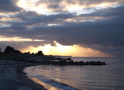 Strand auf der Insel Fünen nach einem Gewitter in der Ferne