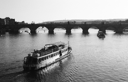 \\ boat on the river //