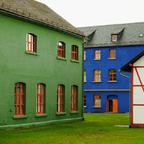 Buntes Fabrikgebäude