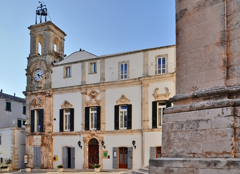 Martina Franca - Palazzo dell'Universita e Torre dell'orologio / Apulien / Italien