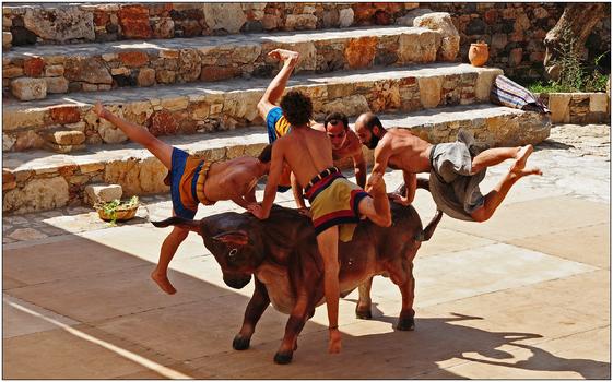 minoisches Tanztheater in Karteros, Kreta, Tanz um den Stier