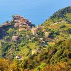 """Eines der fünf Dörfer der """"Cinque Terre"""" - Corniglia / Ligurien / Italien"""