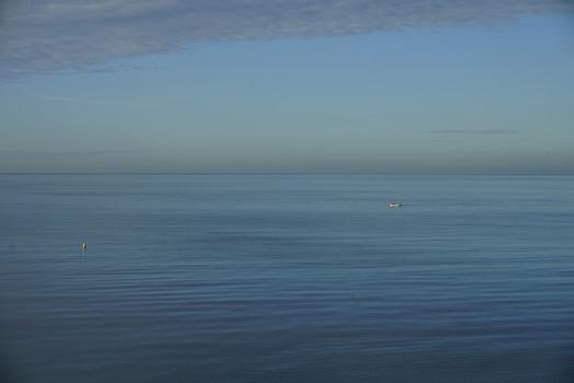 An einem Morgen am Meer