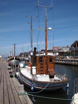 Umgebaute Fischkutter im Hafen von Bogense auf der Insel Fünen, Dänemark