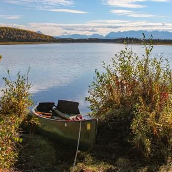 Mit einem Kanu kommt man überall hin. Alaska