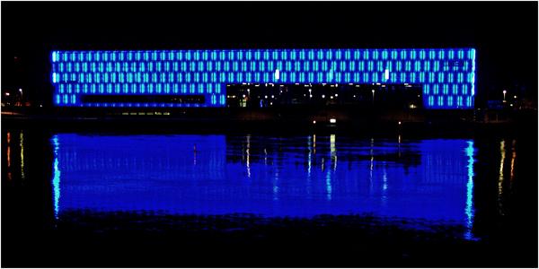 Lentos Kunstmuseum bei Nacht